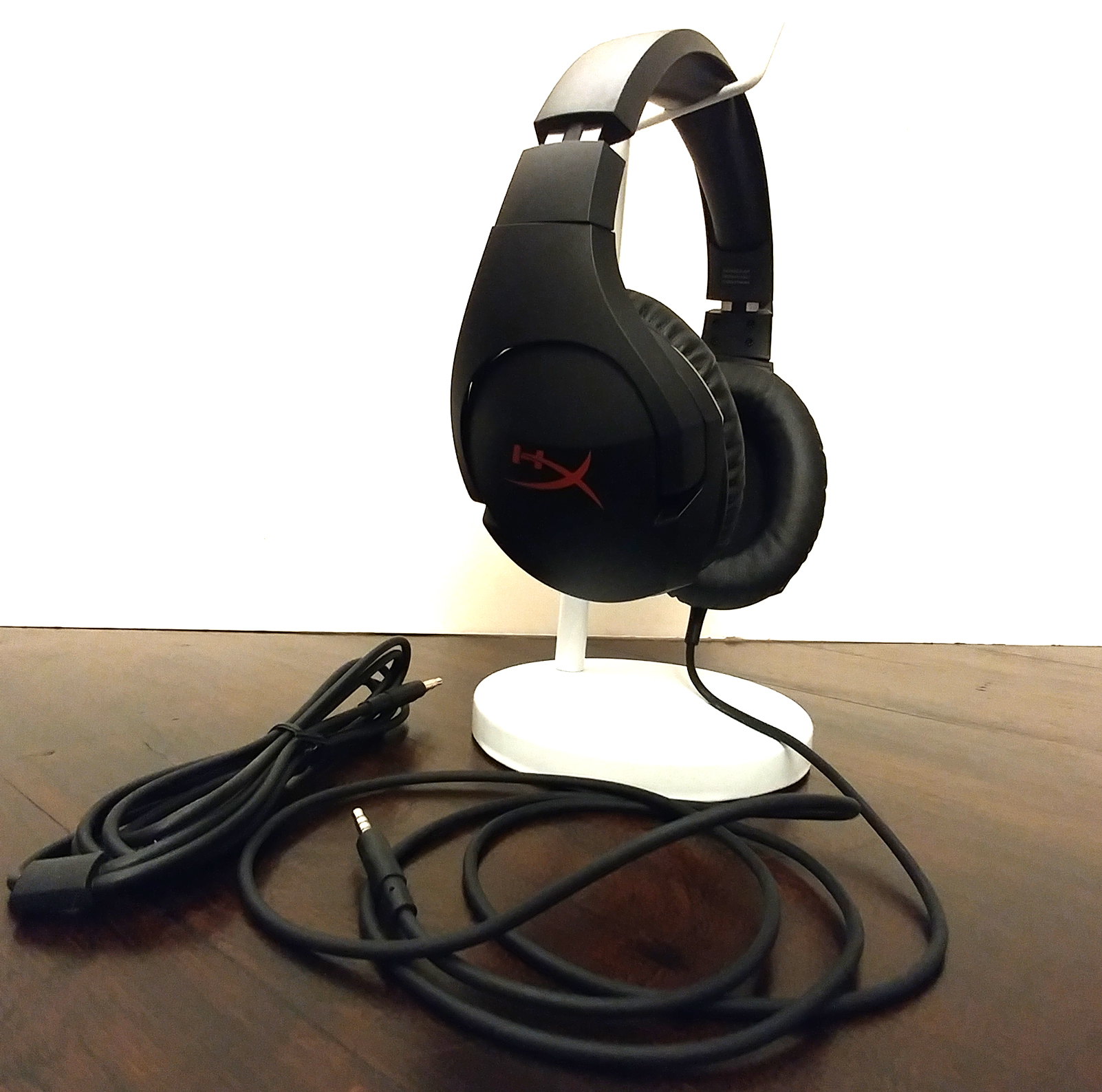 Brian Hoss High-Def Digest Review - HyperX Cloud Stinger Gaming Headset on stand with cables