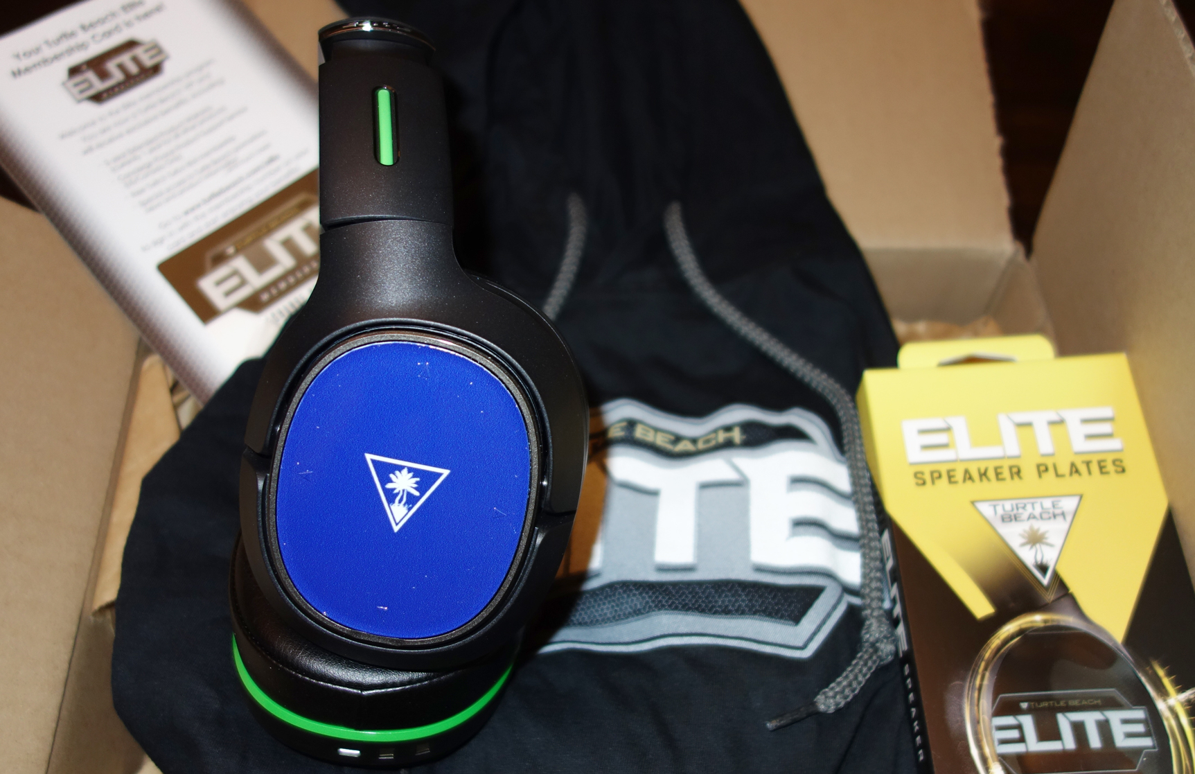 Turtle Beach Elite 800X with blue speaker plate